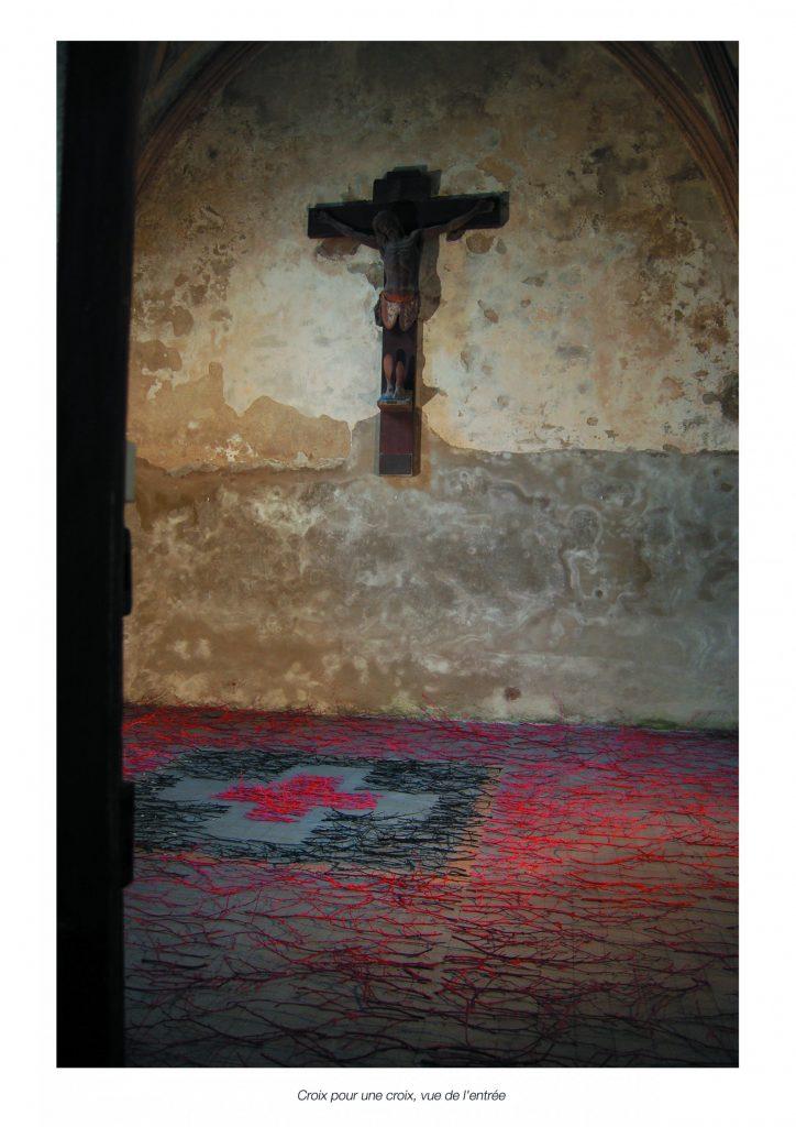 Croix-pour-une-croix-vue-de-lentrée-3-2000x2829
